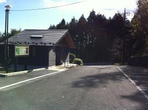 駐車場と環境に優しいトイレ