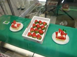 スカイベリーとケーキ