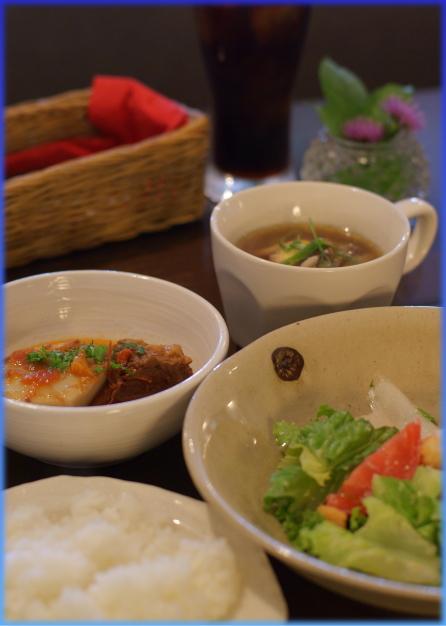 ランチの小皿とスープ