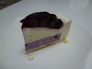 写真ブルーベリーたっぷりのチーズケーキ