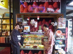 東武日光駅前のいちご特設ブース好評です!-日光市・Tochigi Farm Products Store