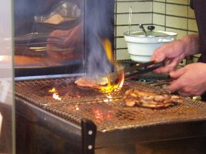 豚元の炭火焼き