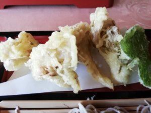 舞茸とワサビの葉の天ぷら
